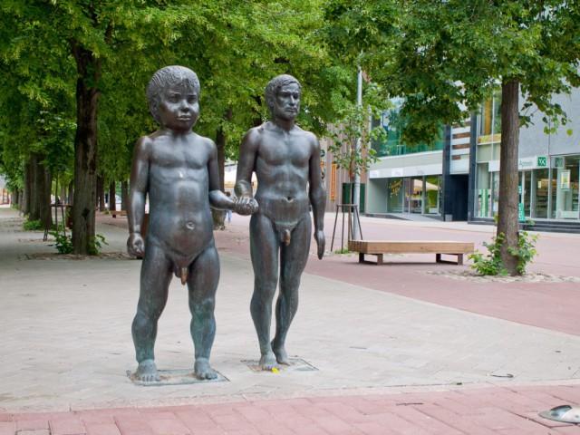Памятник Отец и Сын в Тарту