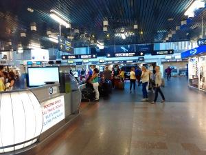 В зале аэропорта Вильнюс